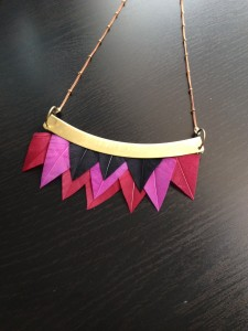collier-plumes-graphique-tribal-plumes-orixa
