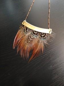 collier-plumes-naturel-marron-orixa-tribal