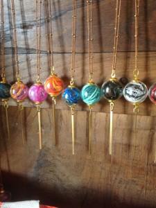 orixa-bijoux-collier-sautoir-plumes-couleurs-original-nantes-beaulieu