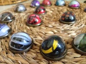 pins-plumes-orixa-globe-nantes-bijoux-couleur-original-cadeau