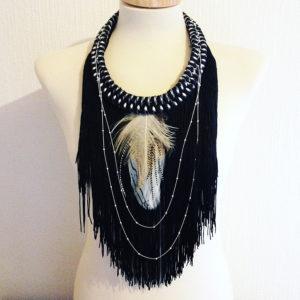 Orixa bijoux - Collier Eleda - Collier afropunk vintage, collier plumes blanches pour défilé gypsy vintage fashion mode