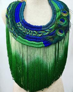 Orixa bijoux - Collier Lemenjà - Collier afropunk jungle, collier plumes paon pour défilé gypsy fashion mode