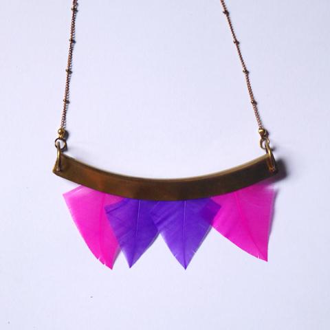 Collier talisman à plumes orixa