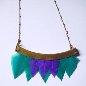 collier talisman orixa plumes vert et violet