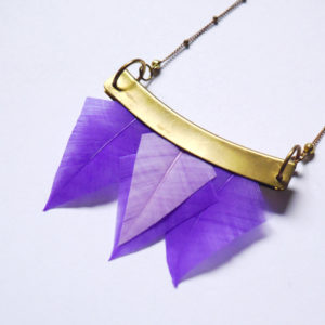 Collier talisman plumes orixa violet