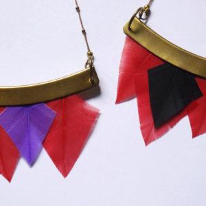 collier talisman orixa plumes rouge et noir