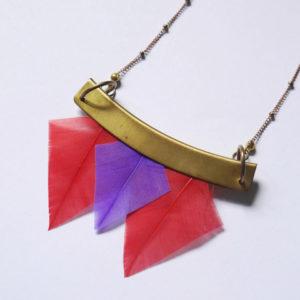 collier talisman orixa plumes rouge et violet