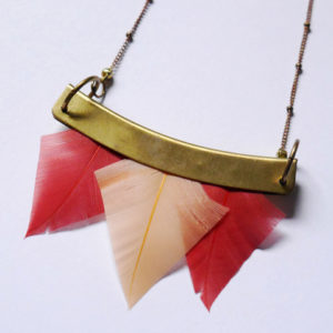 collier talisman orixa plumes orange et rouge