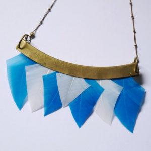 collier talisman orixa plumes bleu et blanc